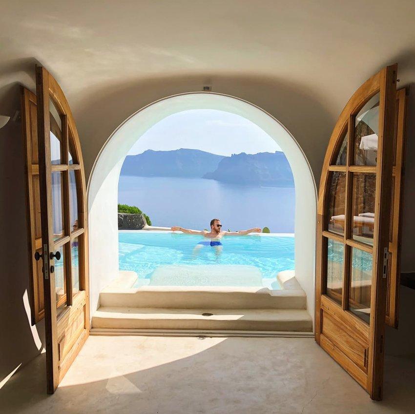 Perivolas-Luxury-Hotel--Santorini--Greece