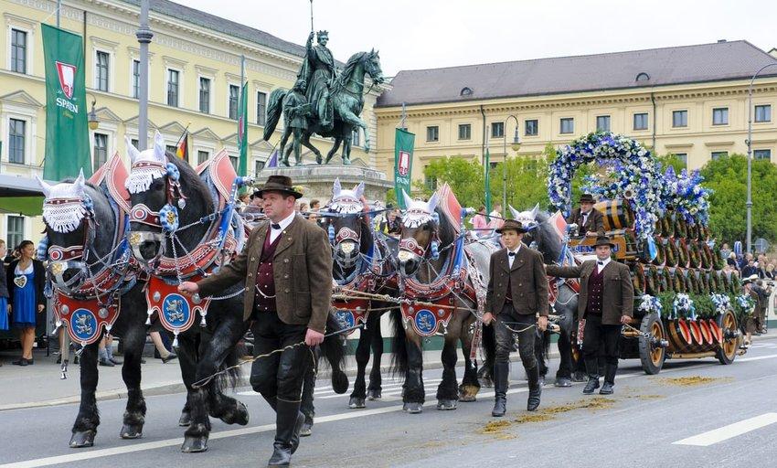 opening parade of oktoberfest