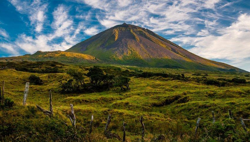 The evening sun gracing volcano Pico