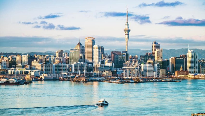 Auckland-s-skyline-at-dawn