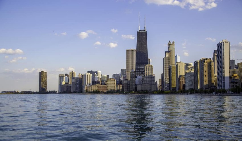Chicago-skyline-over-the-water