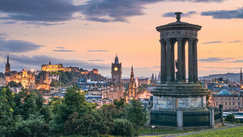 Edinburgh-s-historic-skyline-at-Dusk