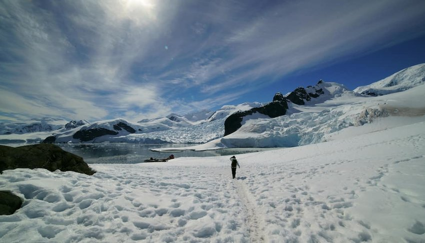 Hiker-in-Antarctica