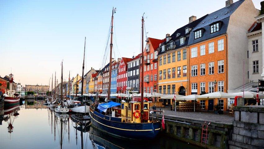 Sunrise-on-the-water-in-Copenhagen