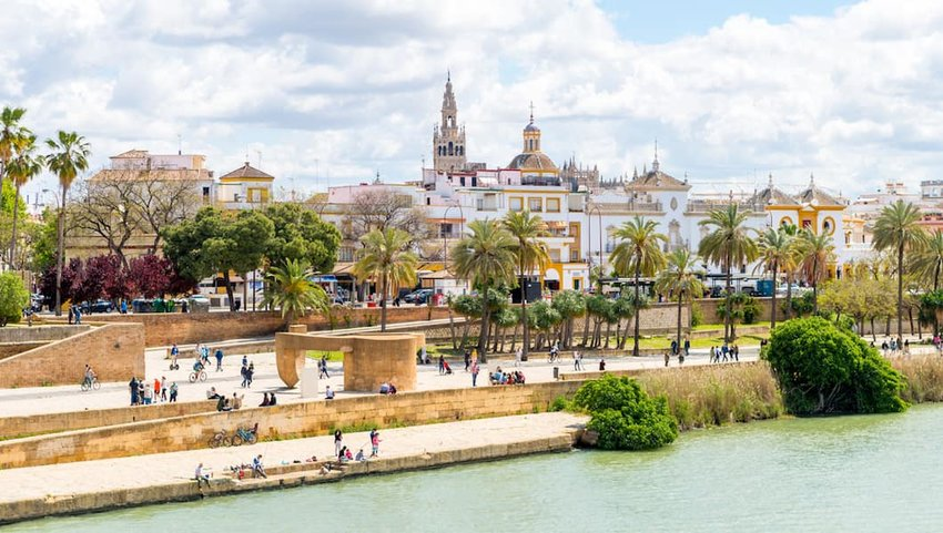Triana-neighborhood-in-Seville
