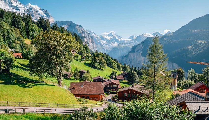 Wengen-village-in-the-Swiss-Alps