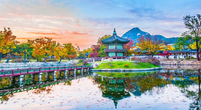 Autumn of Gyeongbokgung Palace in Seoul, Korea