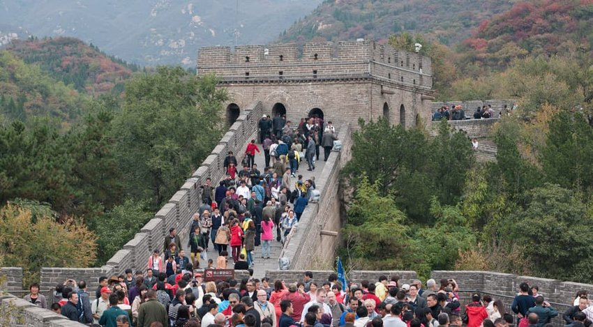 Many visitors walk on the great wall of china during a busy weekend