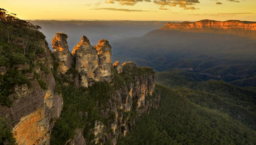 Sunrise-in-Blue-Mountains