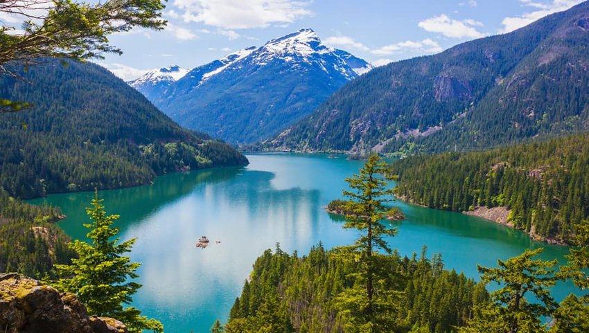 Photo of a lake and mountains in North Cascades National Park