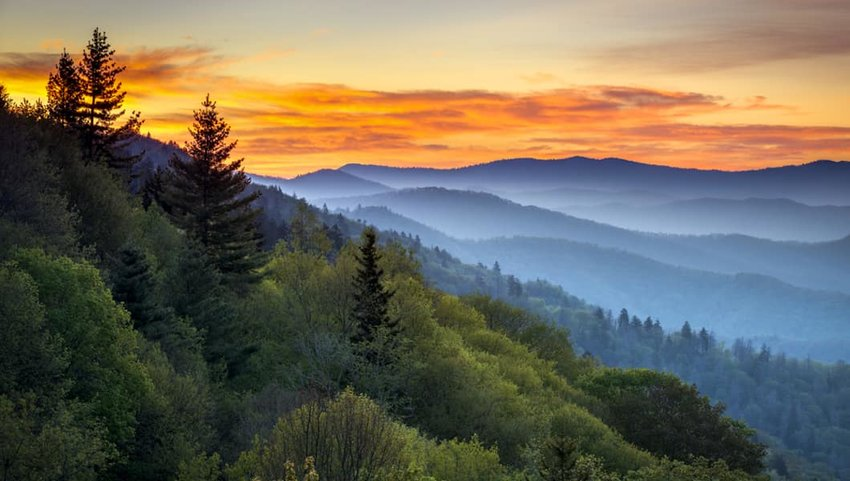 Photo of mountains in the distance in Great Smoky Mountains National Park