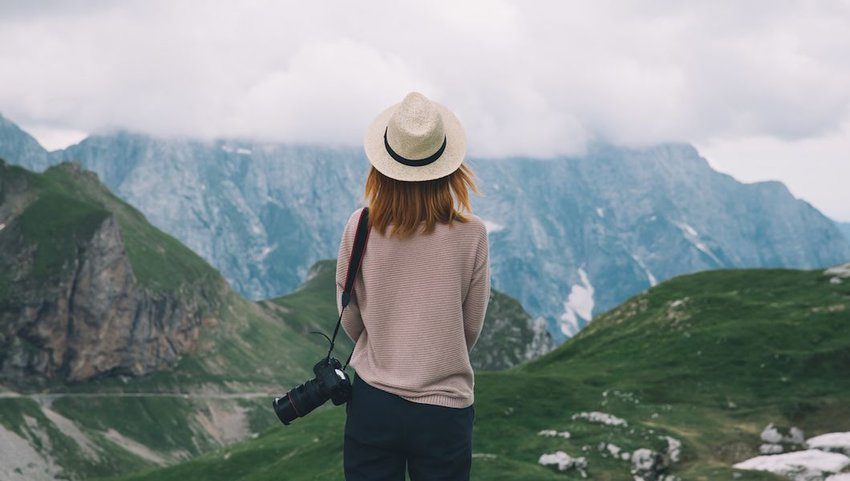 8 Items Every Stylish Traveler Needs