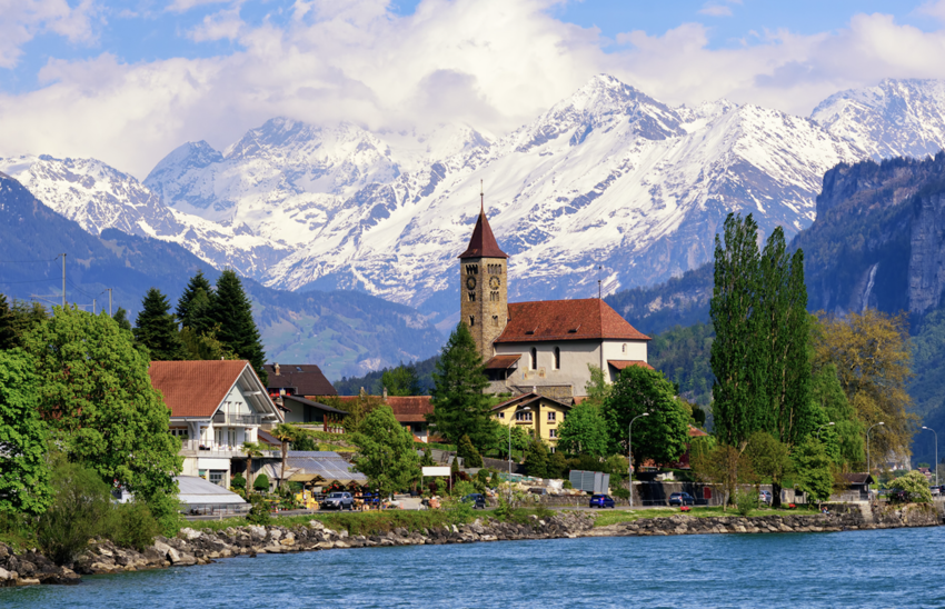 Town of Brienz on Lake Brienz with snow covered in background