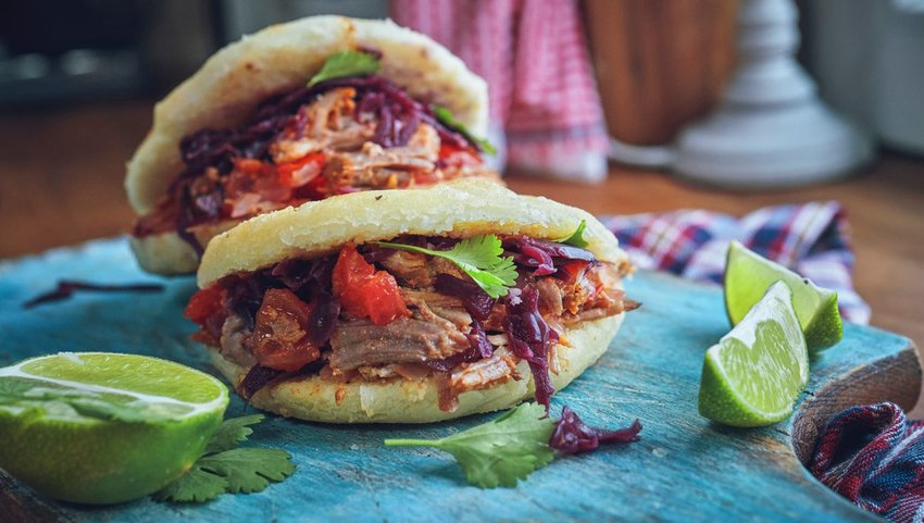 Two arepas with limes
