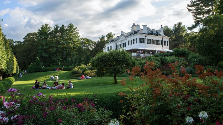 7 Must-See New England Sights For Book Lovers