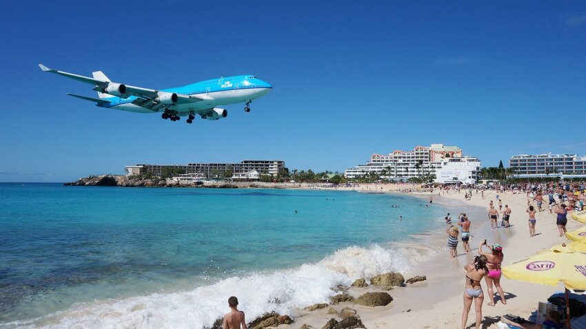 The World's Most Dramatic Airport Approaches
